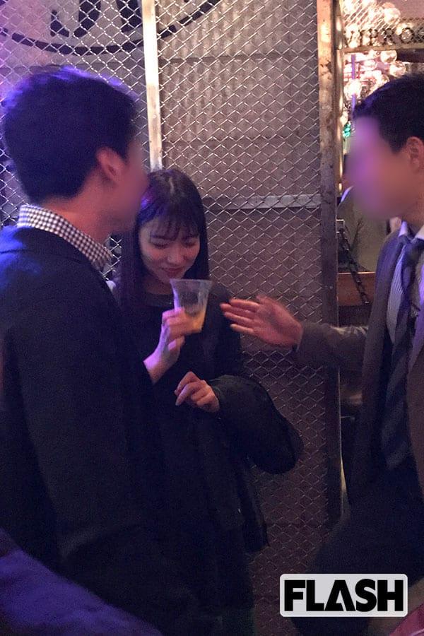 """阿部華也子、『めざまし』お天気キャスターが""""ナンパ酒場""""で濃厚キス10分間"""