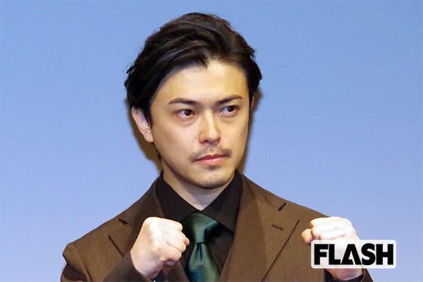 勝地涼「前髪クネ男」に古田新太の助言「前へずっと腰を振れ」