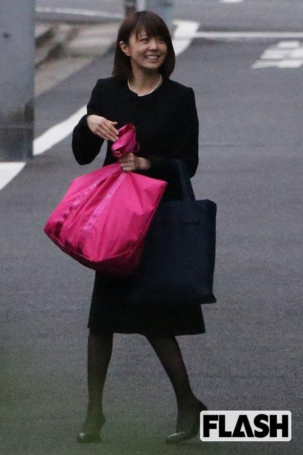 """小林麻耶、実母が市川海老蔵宅に避難…""""スピリチュアル夫""""と2人ぼっち"""