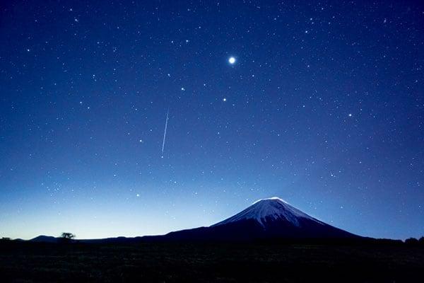 ふたご座流星群、2020年の日本のピークは「12月14日午前3時」上手に観るコツは?