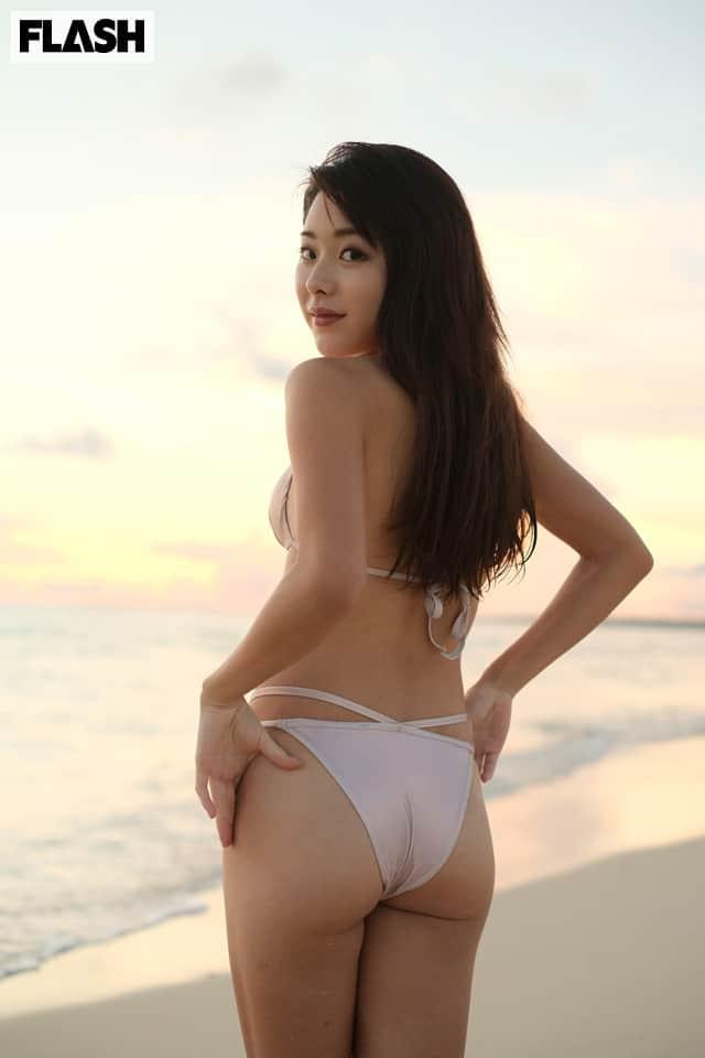 問い合わせ殺到!現役女子大生プロゴルファーが初グラビア!FLASHデジタル写真集発売!