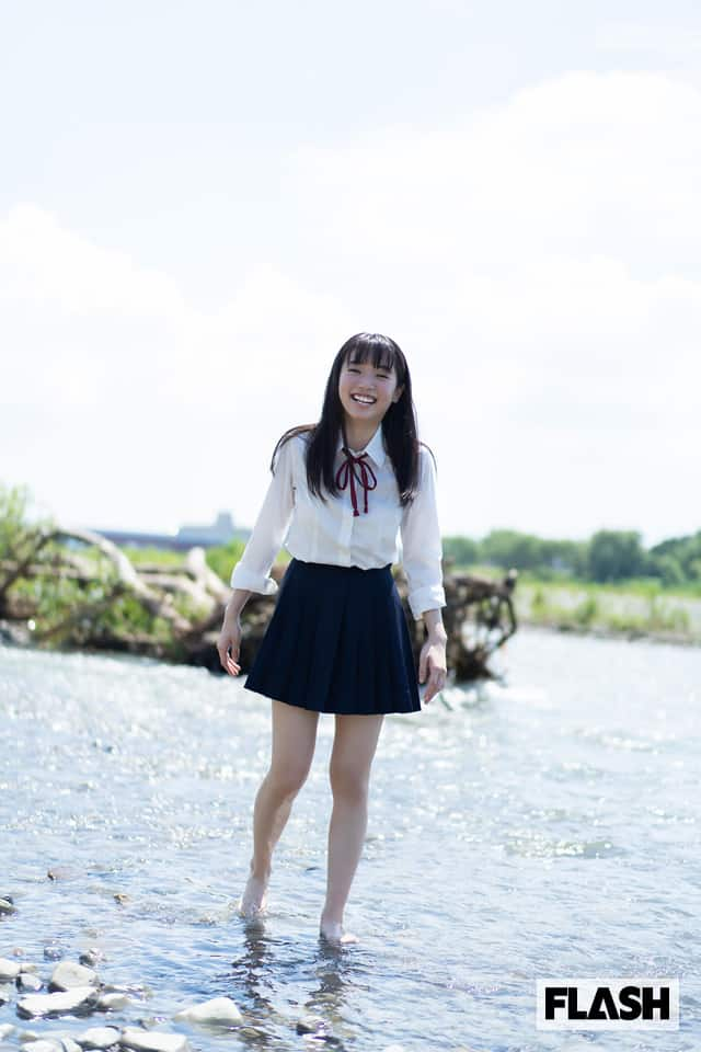 Gカップ新人グラドル、高校最後の制服姿!FLASHデジタル写真集発売!