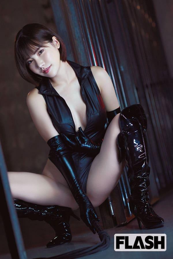 2020年「現役最強セクシー女優BEST100」本誌読者300名の人気No.1は「深田えいみ」