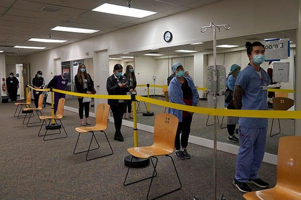 Photo of 医療崩壊寸前の米国でコロナワクチンを巡って大混乱| Smart FLASH /スマフラー[光文社週刊誌]