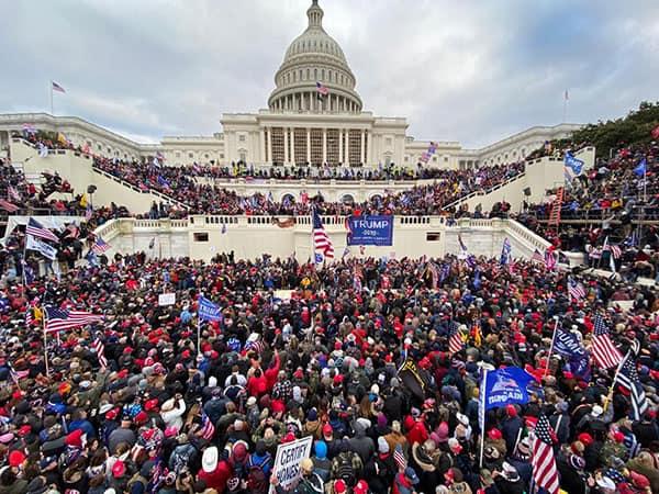 大混乱のアメリカ、次なる一手「トランプ大統領の解任」を模索