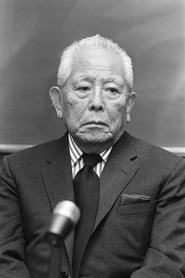 日本人画家で最高のプレイボーイは、文句なしに「東郷青児」
