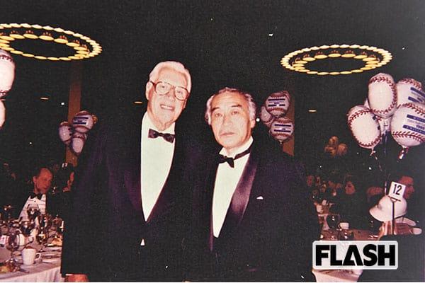 人格者だった故ボブ・フェラー(左)と佐山氏。1995年にホフストラ大学でおこなわれたベーブルース学会において撮影されたもの