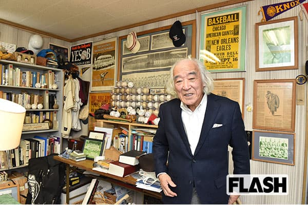 佐山氏の仕事場にはアリのものをはじめとする貴重なサインボールのみならず、日米の野球の歴史を学ぶうえでも役立つお宝が