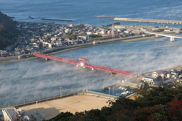 【写真deクイズ】ニッポン上から下まで「ここはどこ?」真っ赤な開閉橋