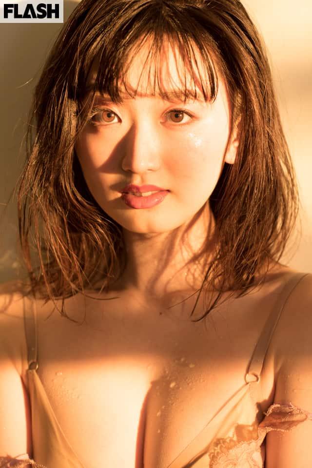 学習院大学を卒業したモデル・女優の黒木綾乃。デジタル写真集発売!