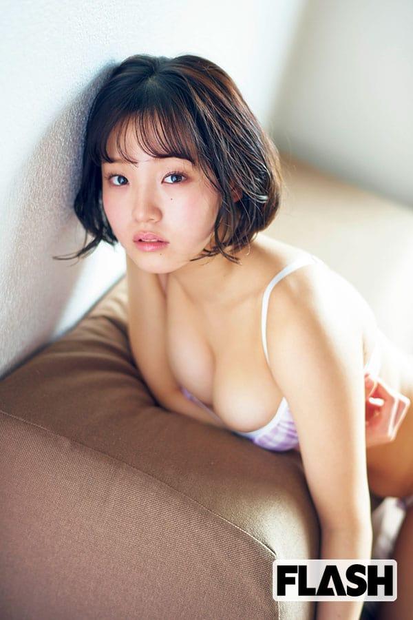 花咲ひより「千年に一度のロリ巨乳が16変化」1st写真集『Metamorphose』4月13日発売!
