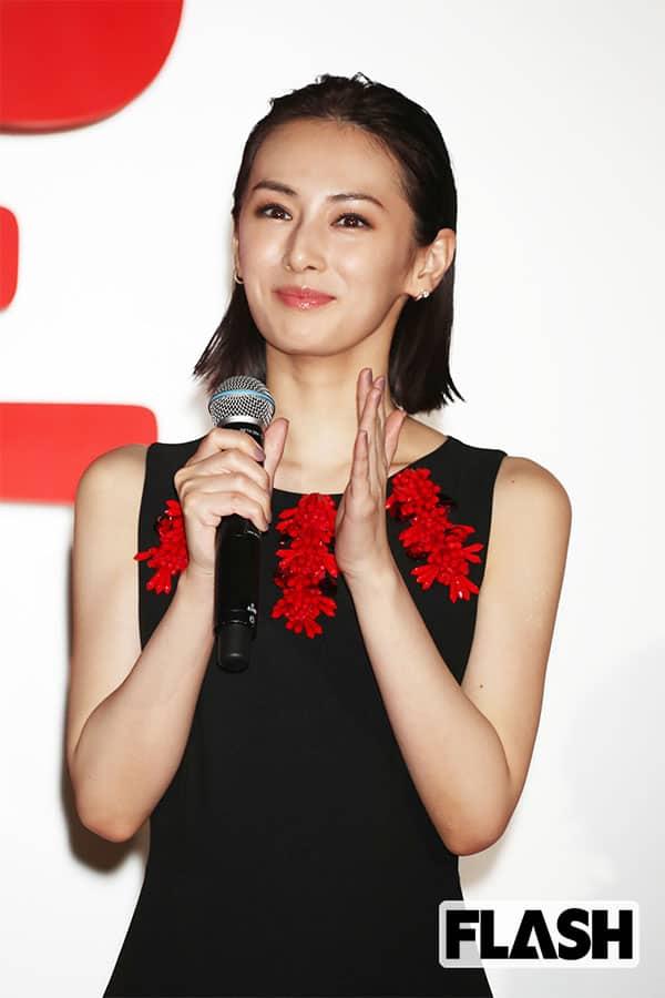 ●北川景子(34) 「子育てと並行しているためか、疲れた様子の日もありますが、演技は見事ですね」(『リコカツ』現場スタッフ)