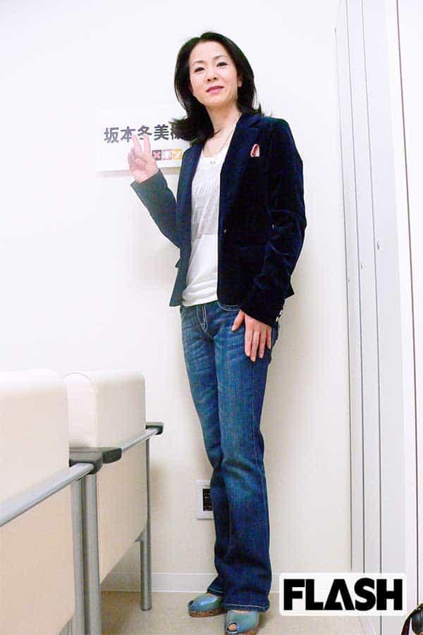 【坂本冬美のモゴモゴモゴ】『また君に恋してる』はジーンズ姿で舞台へ「こんな格好でごめんなさい」
