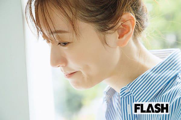5月14日放送開始の『向こうの果て』(WOWOW)で、主人公・池松律子の18歳から36歳までを演じる松本。 「憧れの連ドラ初主演より、この役を演じられることが嬉しかったです」