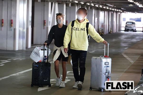 木曜発→月曜帰京、4泊5日の福岡旅行帰り。今井とZ氏はトランクケースとお土産を手に羽田空港に現われた