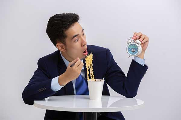 実験で判明!インスタントラーメンはお湯を入れてから5分30秒以内に食べろ!