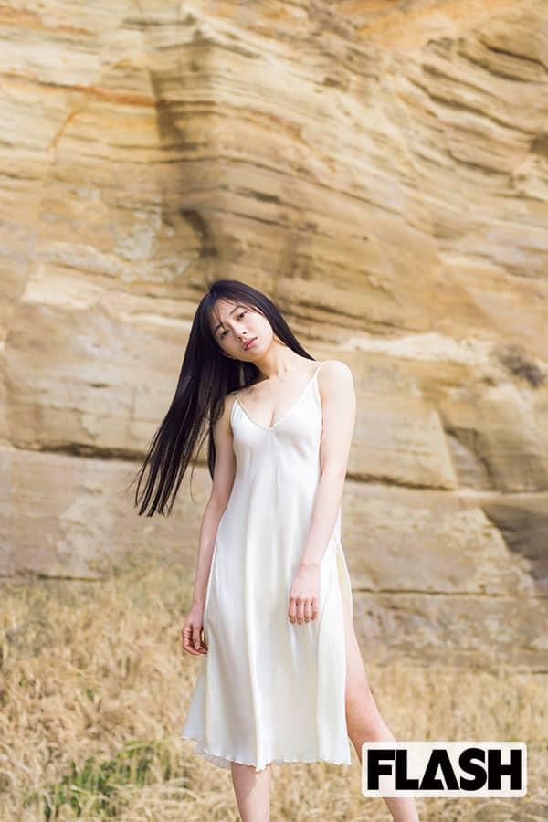 伊藤萌々香「今回はランジェリー 」写真集で自ら提案