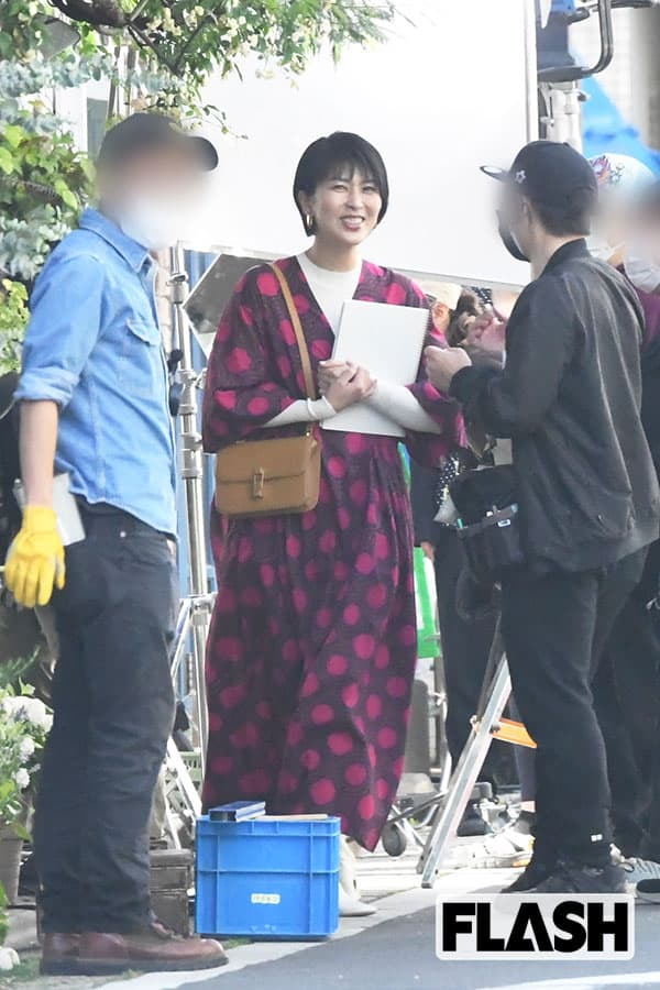 松たか子 『大豆田とわ子』ロケで見せた「13万円以上」赤ワンピース姿