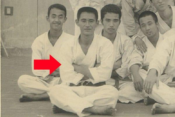 1972年、大学で空手部副将を務めていた菅首相の角刈り写真。40年以上を経た今も、当時の面影が残っている
