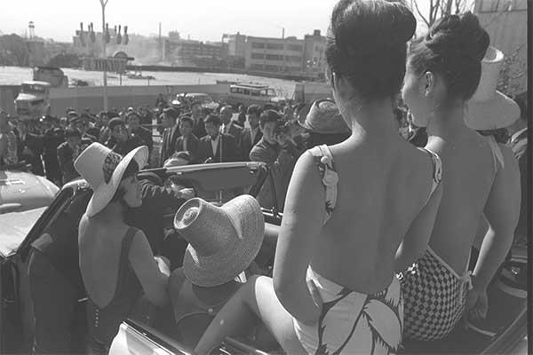 トップレス水着、1964年の東京五輪を前に禁止となる/7月20日の話