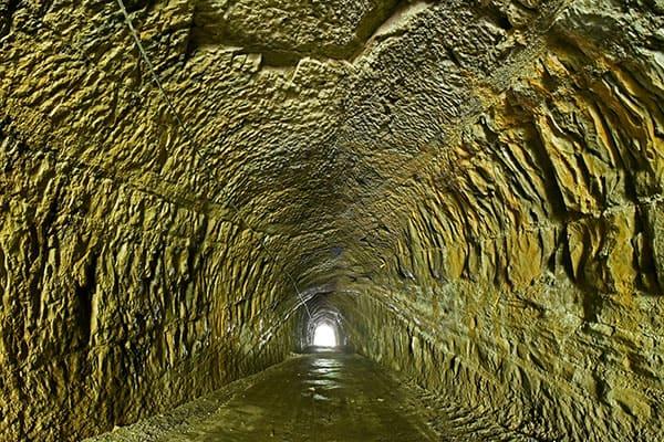 【頭の体操】地下トンネルを掘って隣国に潜入するには