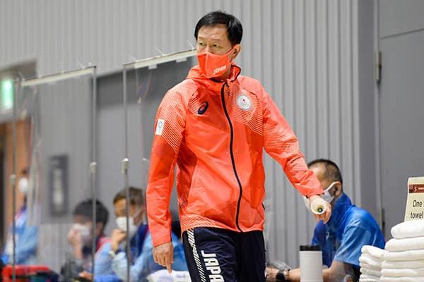 """日本のバドミントンを強くした韓国人コーチの """"スパルタ"""" 特訓"""