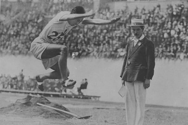 日本人初の金メダル、表彰式には日の丸が準備されてなかった/8月2日の話