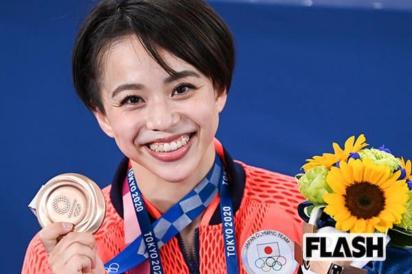 村上茉愛、体操女子個人初メダルの快挙にあった涙の原点……コーチが激怒したケーキ隠れ食い事件