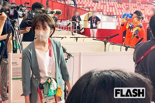 卓球の混合ダブルスで優勝した水谷隼・伊藤美誠ペアを背に、どこか疲れた様子の宮司アナ