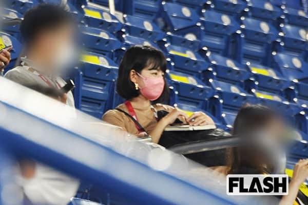 フリーの平井理央アナ 「彼女はTBSラジオの番組取材でソフトボールの会場に来ていましたが、ずっと隣の男性と楽しそうに観戦していました」(現地記者)