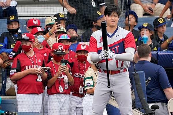 大谷翔平に野球少年が大熱狂…選手紹介にリトルリーグ時代の写真が使われた!【画像あり】
