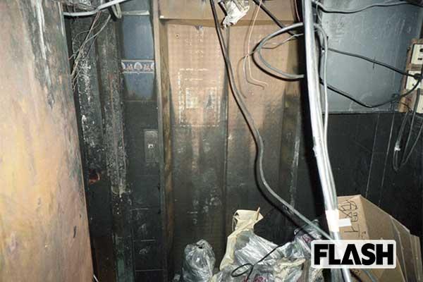 犠牲者44人「歌舞伎町ビル火災」から20年、焼け焦げた天井や階段…本誌が当時入手していた凄惨すぎる現場写真