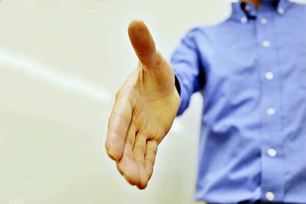 【頭の体操】5人で手を組み合って、ちゃんと握手できるか