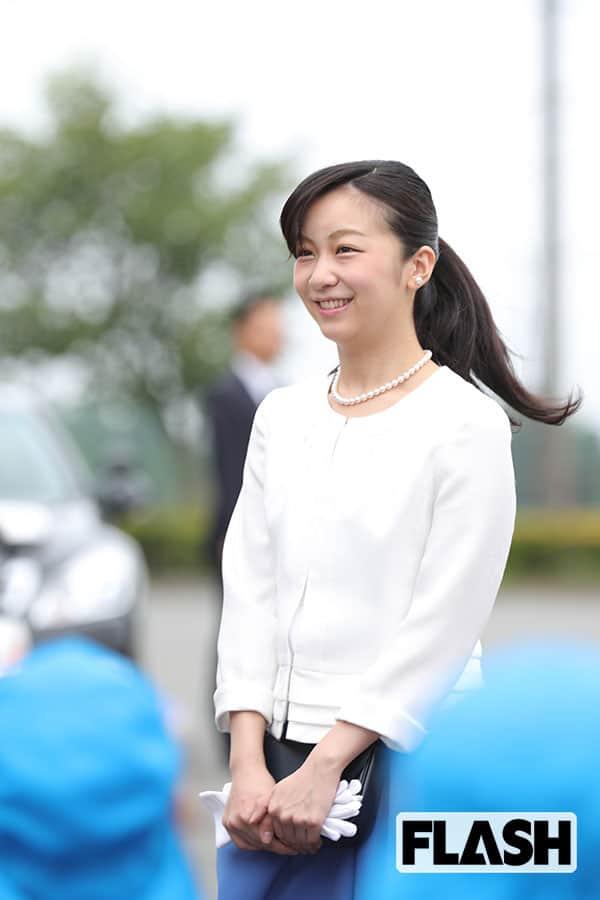 """佳子さまが背負われる「恋愛結婚NG」の定め…足かせとなった姉・眞子さまと小室圭さんの """"結婚強行"""" と「皇室典範」"""