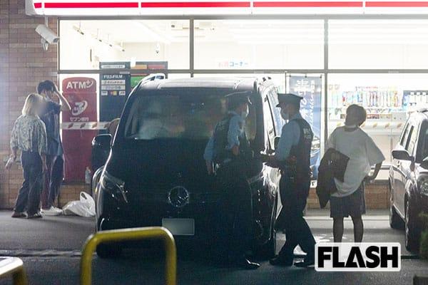 住民が通報後、警察官が現われ職務質問をおこなった。車の後ろにはゆうたがいる