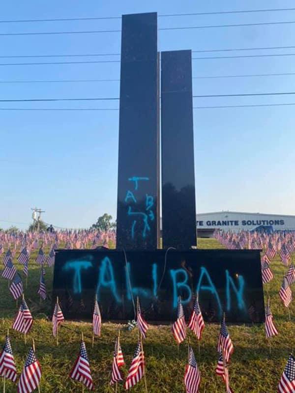 9・11テロの記念碑に「タリバン」と落書き…SNSには憤怒の声