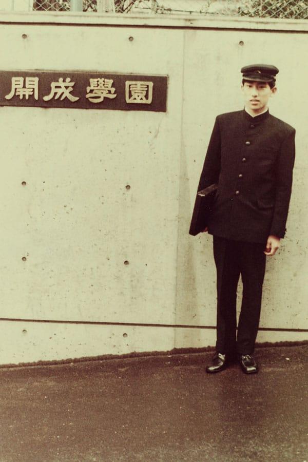 """岸田文雄新首相 開成の """"ベルばら男"""" が激怒した「俺はモテないわけじゃない!」事件…早大では「東大に落ちた会」で飲み歩き"""